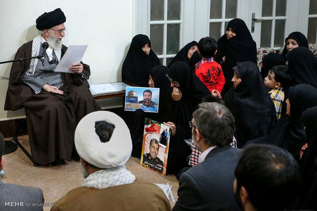 دیدار خانواده شهدای مدافعان حرم اهل بیت(ع) با رهبر انقلاب