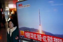 كوريا الشمالية  تتحدى الجميع وتطلق صاروخا بالستيا جديدا