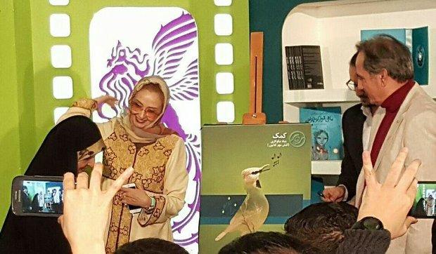 پوستر زاغ بور با امضای ابتکار و کتایون ریاحی در جشنواره فجر