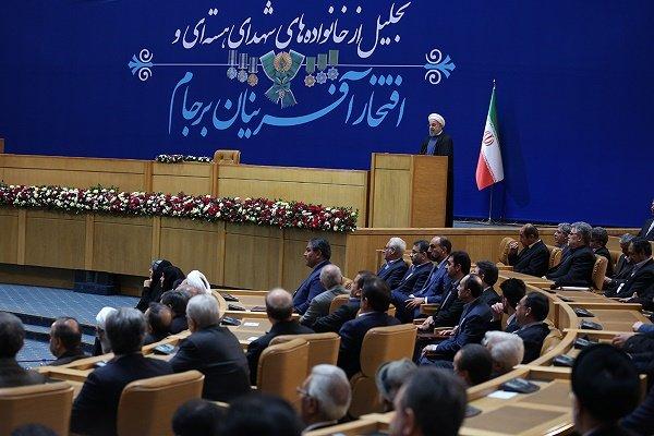 روحاني : لولا تعليمات قائد الثورة لما سجلنا أية انجازات