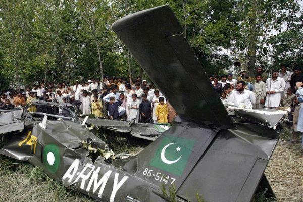 Pilot killed in plane crashes in Pakistan