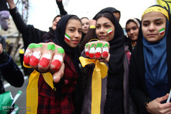 Iranians get to streets to mark Islamic Revolution anniv.
