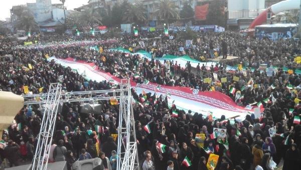 آسوشیتدپرس:ایرانی ها در سرمای هوا به خیابانها آمدند