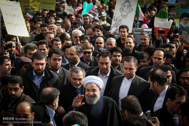 حضور رئیس جمهور در مراسم راهپیمایی یوم الله ۲۲ بهمن