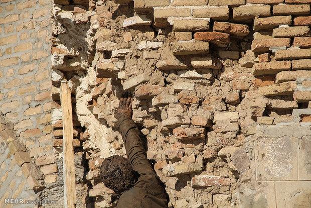 اعتراض نمادین هنرمند میانه ای به تخریب آثار تاریخی