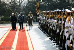 Mahama İran'da resmi törenle karşılandı