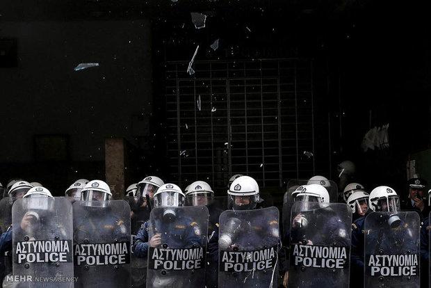مجهول يطلق النار على حافلة للقوات الخاصة في أثينا