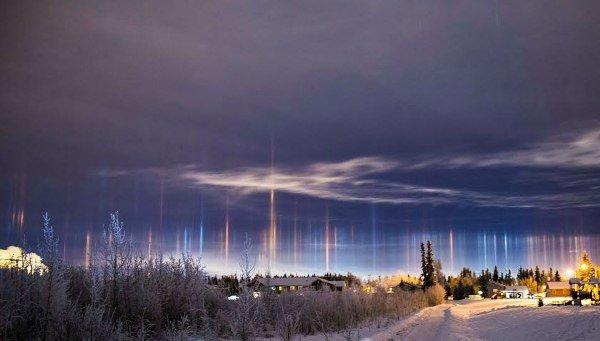 ستونهایی از نور در آسمان آلاسکا