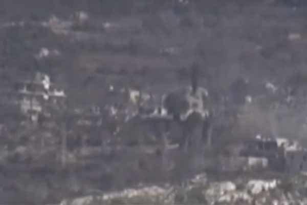 الدفاعات السورية تتصدى لأهداف معادية في سماء اللاذقية