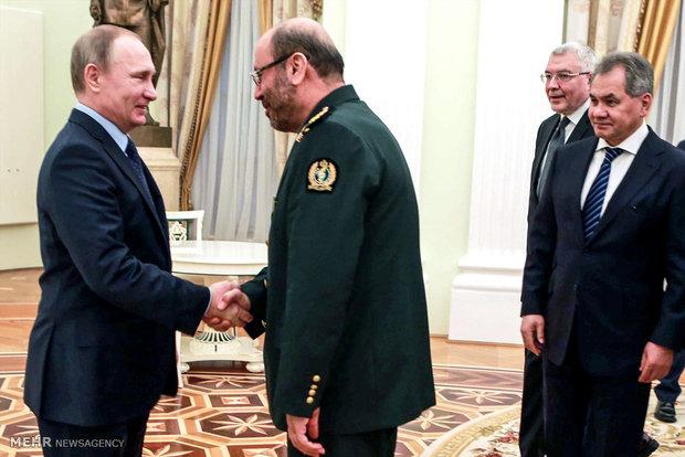 Iran's defense min. received by Putin