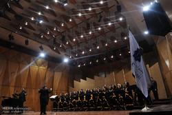 گروه کُر ارکستر سمفونیک تهران آهنگهای انقلابی را اجرا کرد