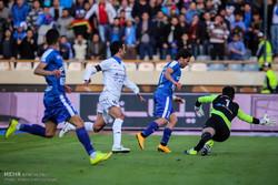 دیدار تیم های فوتبال استقلال و گسترش فولاد تبریز