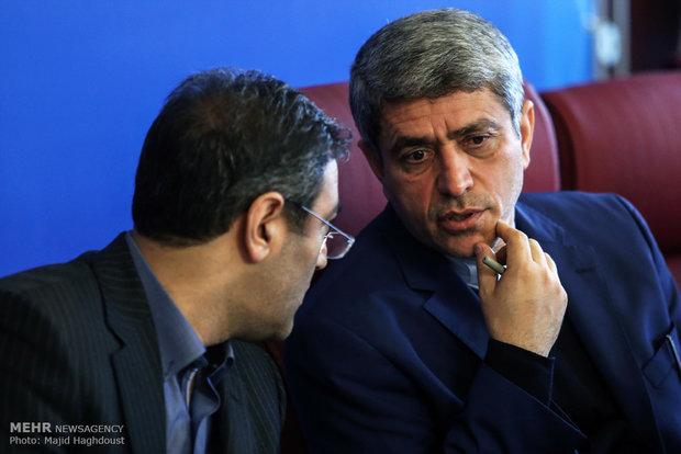 طيب نيا يعتذر من الشعب الايراني عن الرواتب النجومية