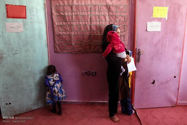 معاینه کودکان حاشیه شهر مشهد توسط دانشجویان پزشکی