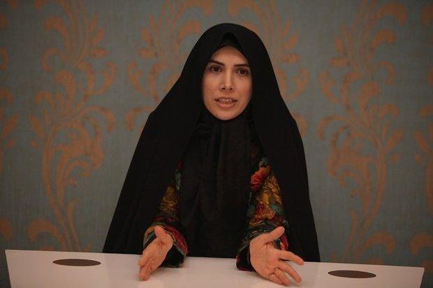 سخنرانی غیرقانونی فاطمه حسینی در حمایت از خاندانش از تریبون مجلس