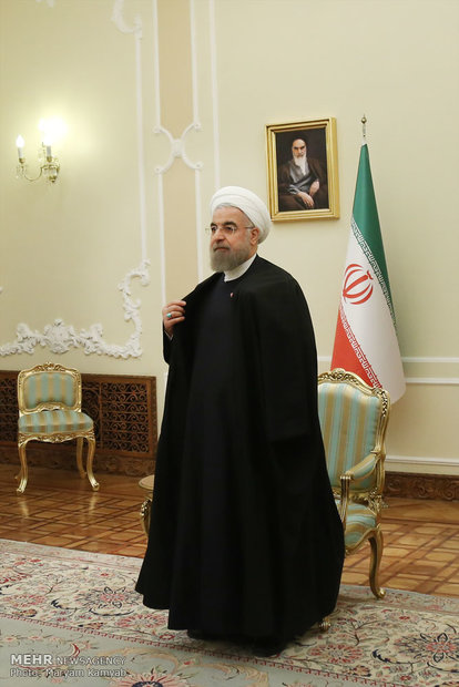 Rouhani receives Russian defense min.