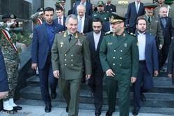 Iranian, Russian defense mininsters meet