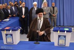 VIDEO: Leader Ayat. Khamenei casts his vote
