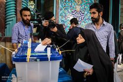 تواصل انتخابات مجلسي الشورى والخبراء بإيران