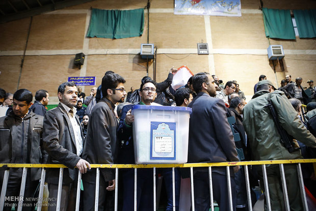 Distributing ballot boxes in Hamadan