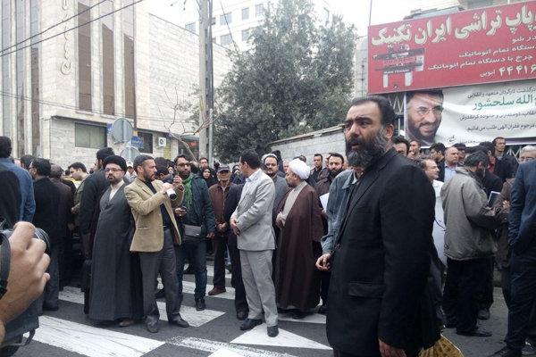 2012875 - با حضور مردم و مسئولان پیکر فرجالله سلحشور در خاک آرام گرفت