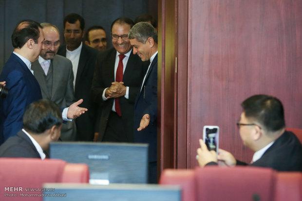 دیدار وزیر امور اقتصاد و دارایی با وزیر تجارت و صنعت سنگاپور