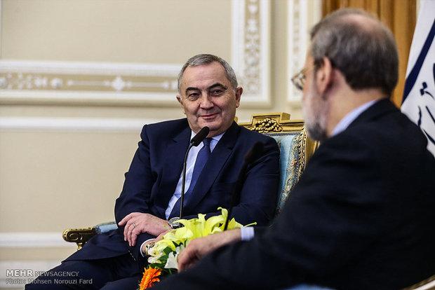 لقاء رئيس مجلس الشورى الاسلامي ووزير الخارجية الروماني