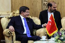 اوغلو يؤكد أهمية تعاون تركيا وايران لانهاء النزاعات الطائفية بالمنطقة