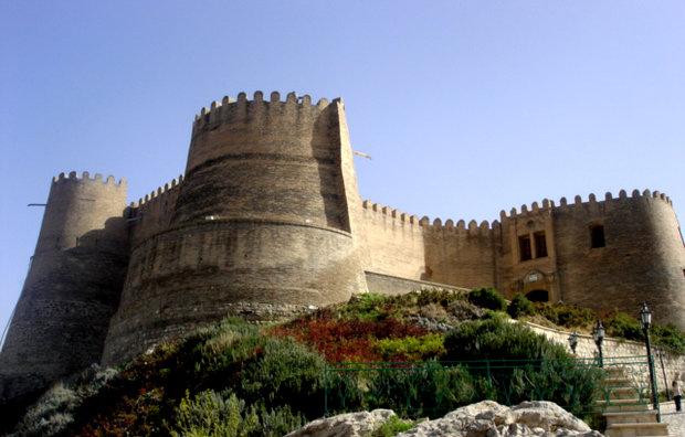 استمرار طرح استحکامبخشی و مرمت قلعه «فلک الافلاک» در سال ۹۶