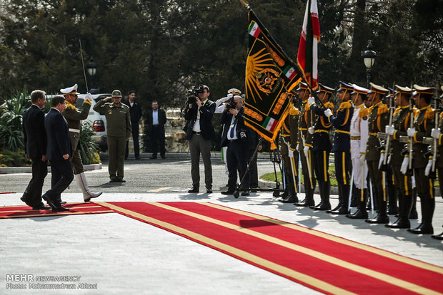 Turkish premier officially welcomed in Tehran