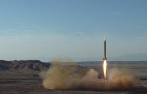"اطلاق  صواريخ  ""شهاب"" و""قدر""بنجاح"