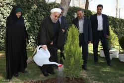 Cumhurbaşkanı Ruhani'nin fidan dikmesi