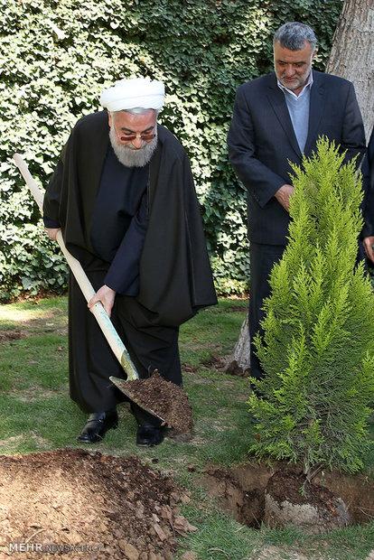 رئيس الجمهورية يغرس شتلة بمناسبة اسبوع الموارد الطبيعية