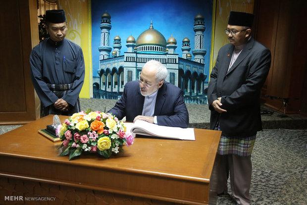 بازدید وزیر خارجه از مسجد جامع برونئی