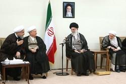 مشاهد من لقاء اعضاء مجلس خبراء القيادة مع قائد الثورة الاسلامية