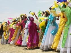 مردم سرزمین آب وآفتاب به رسم کهن لباس میپوشند
