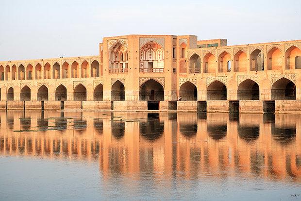 ساختوساز غیرقانونی در حریم منظر پل خواجوی اصفهان