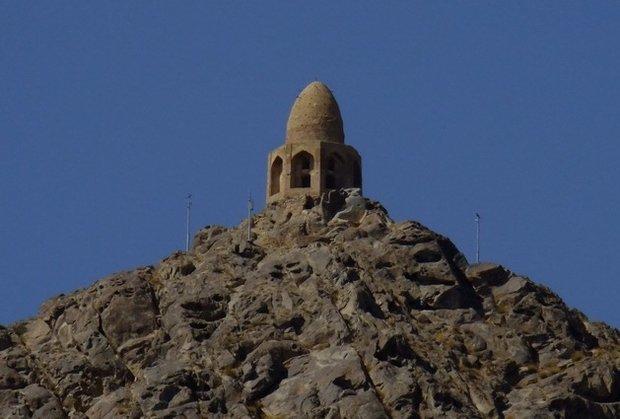 «گنبد باز» نطنز مرمت میشود/انتقال مصالح به کوه با کمک کوهنوردان