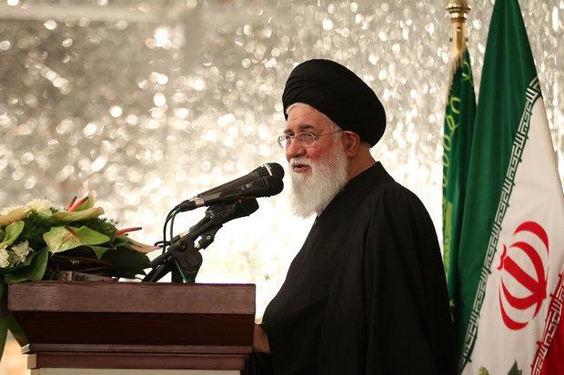 فرهنگ انقلاب اسلامی در میان زایران خارجی ترویج شود