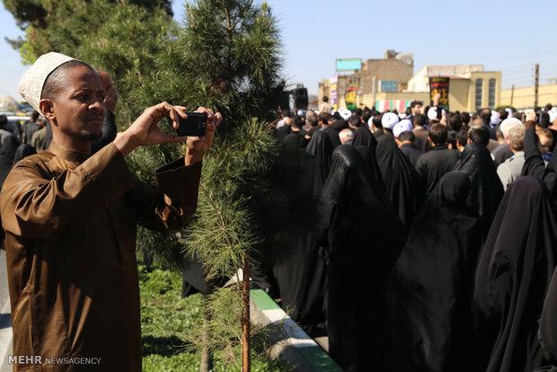 تشییع پیکر پنج شهید گمنام دفاع مقدس در قم