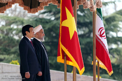 Pres. Rouhani officially welcomes Vietnamese counterpart