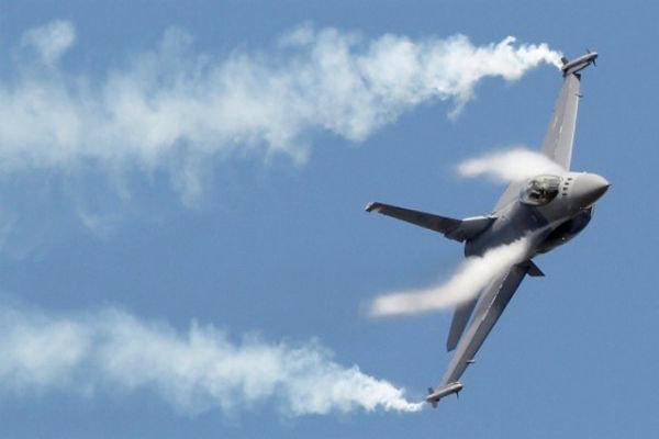 الدفاع الجوي اليمني يستهدف طائرة اف15 تابعة للعدوان السعودي