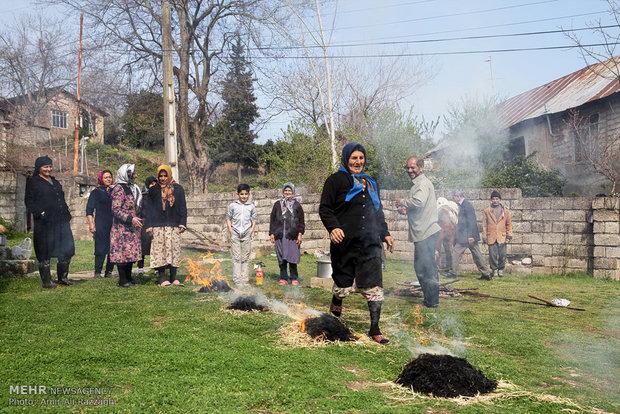 مراسم سنتی چهارشنبه آخر سال در مازندران