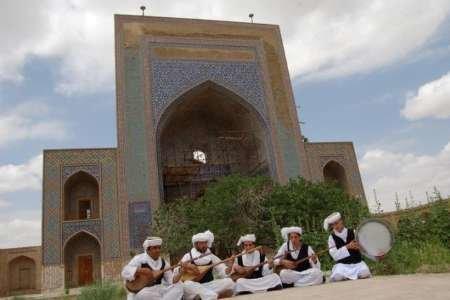 تایباد با برپایی جشن های نوروزی به میزبانی گردشگران رفت
