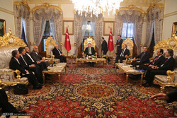 Zarif meets Turkish president, PM in Istanbul