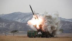 كوريا الشمالية تطلق 4 صواريخ باليستية