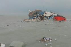 غرق شدن لنج باری شناور