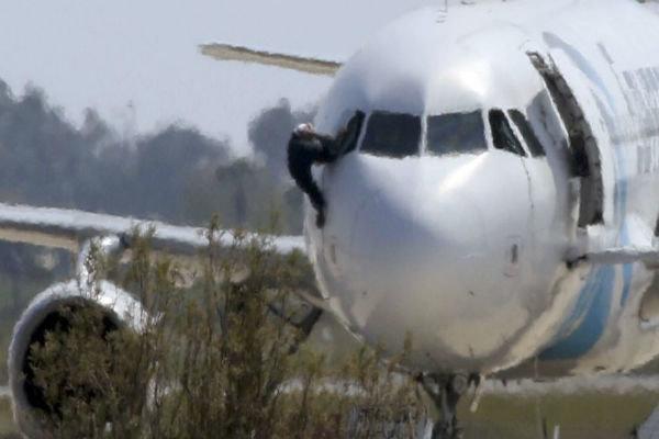 رباینده هواپیمای مصری بازداشت شد