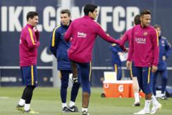 تمرین تیم فوتبال بارسلونا پیش از ال کلاسیکو