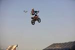 اجرای حرکات نمایشی با موتور سیکلت در جزیره کیش